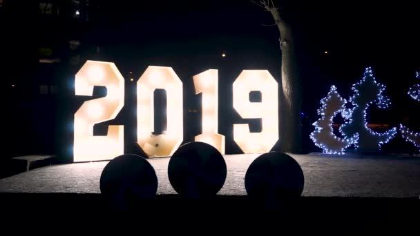 2019 nový rok oslava Velká čísla označení světel