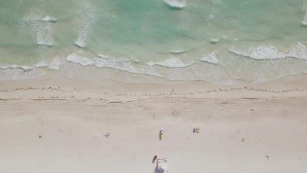 Letecký pohled na písečnou pláž. Miami Beach