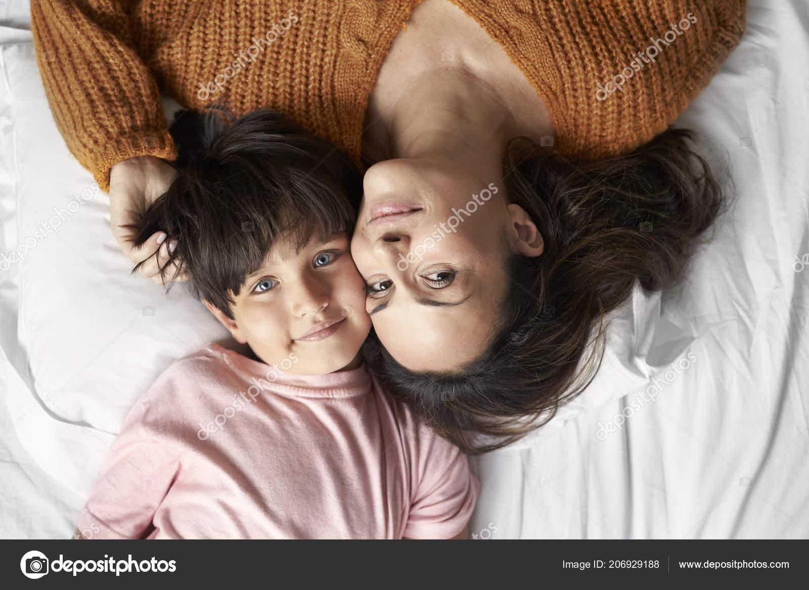 Соитие мамы с сыном, Порно: мама и сын. Инцест мамы и сына. Секс мамы 29 фотография
