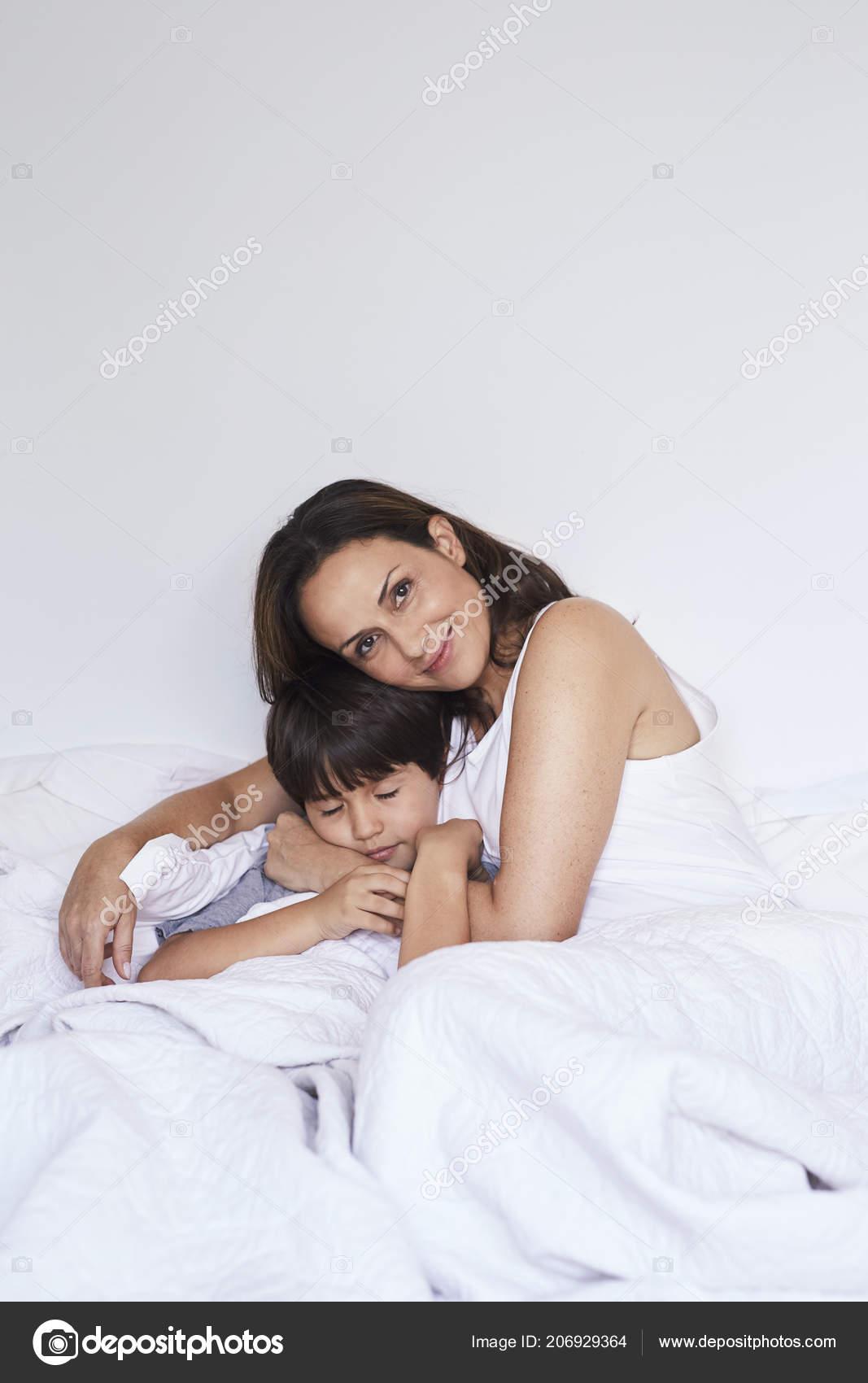 Молодые болельщицы камера в постели домашние фотографии голые