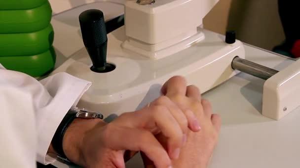 Doktor ruce na poradenství, ruce lékaře, lékaře ruce v konverzaci