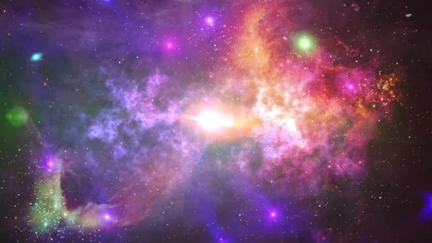 Lety do vesmíru prostřednictvím mlhoviny. Hvězdy a odlesky. Světlé futuristické animace.