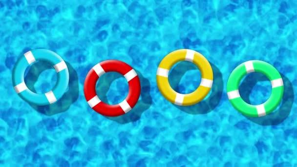 Sommerurlaub im Schwimmbad mit aufblasbaren Ringen, die auf einer blauen Wasseroberfläche schwimmen