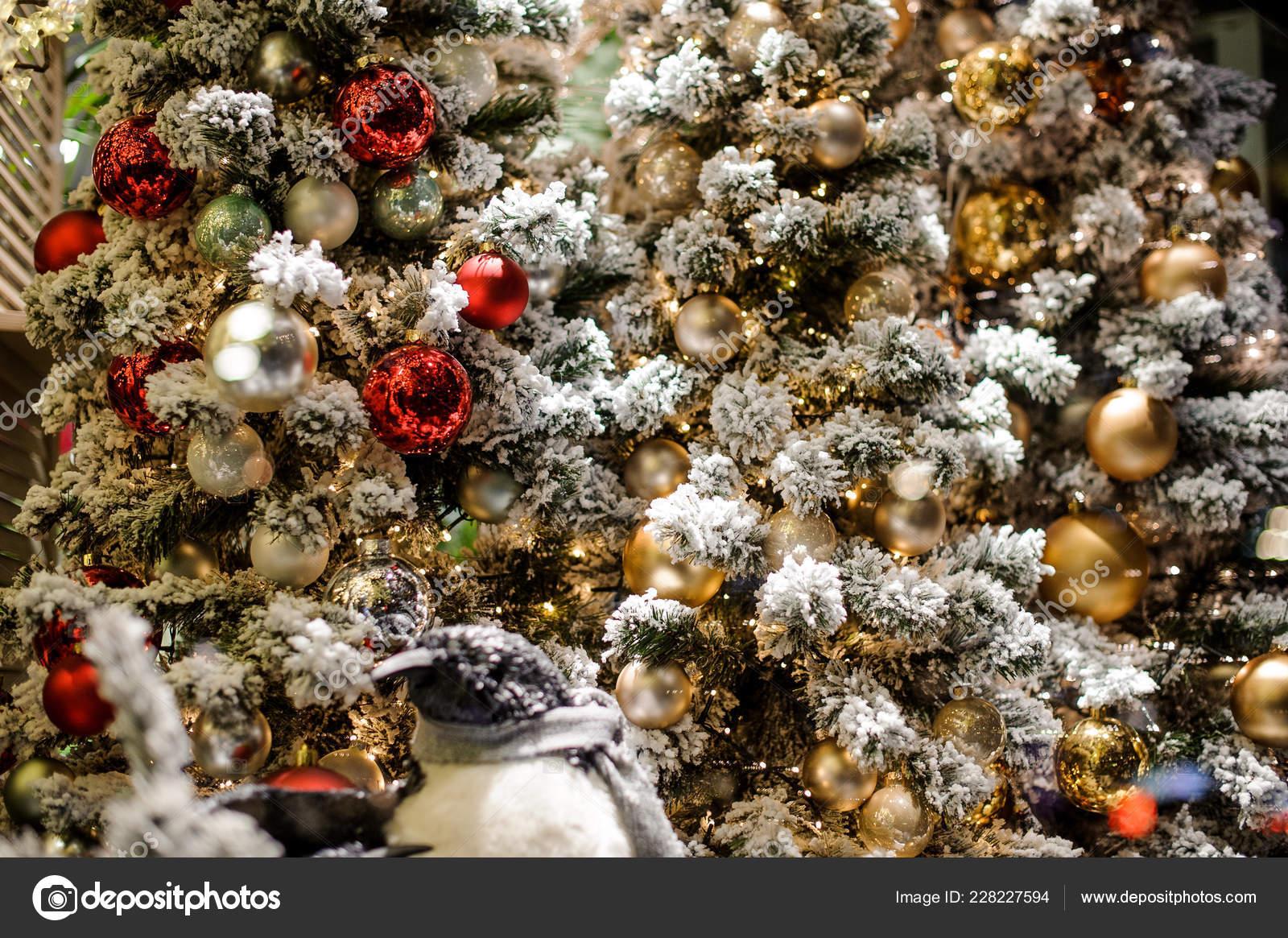 Decoración árbol De Navidad En Tonos Rojos Y Dorados Foto