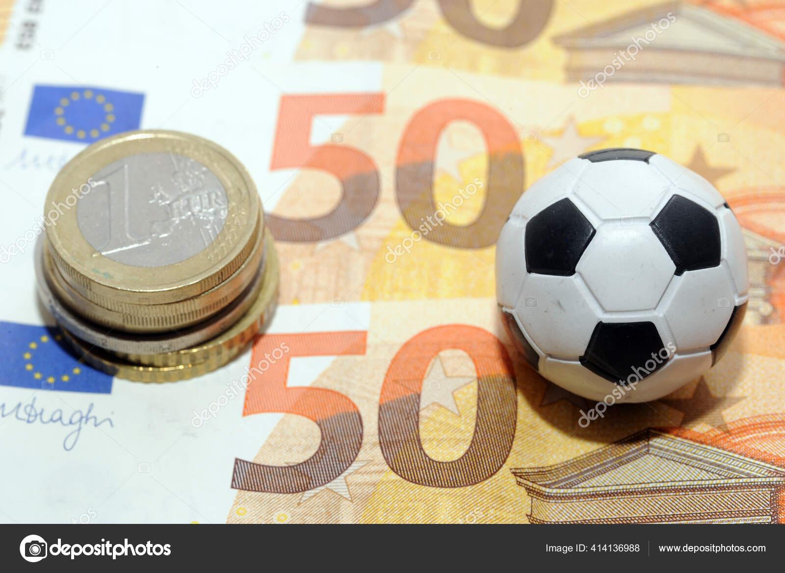 Sepak Bola Dan Uang Euro Taruhan Online Taruhan Olahraga Dan Stok Foto C Andreadelbo 414136988