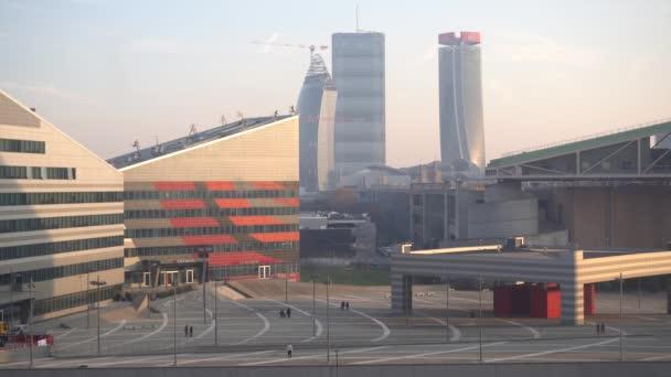 Olaszország, Milánó Január 2020, Milánó városkép az Alfa Romeo park Portello - Casa Milan ac Allianz és Generali torony a városi élet felhőkarcolók