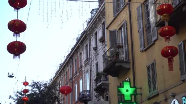 Evropa, Itálie, Milán 31. ledna 2020 - Via Paolo Sarpi, Čínská čtvrť - Koronavirus, protože letos bude tradiční novoroční párty zrušena - Červená lucerna v čínské čtvrti a životním stylu
