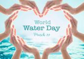 Světový den vody a úspora vody pro koncept kampaně csr s kolaborativními rukama v milostném tvaru srdce