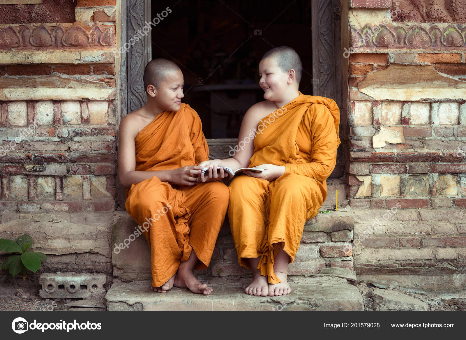 an overview of the old religion of buddhism Buddhism is a religion to about 300 million people around the world the word comes from 'budhi', 'to awaken' it has its origins about 2,500 years ago when siddhartha gotama, known as the buddha, was himself awakened (enlightened) at the age of 35.