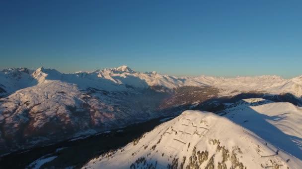Letí k hoře Mont Blanc z la plagne.