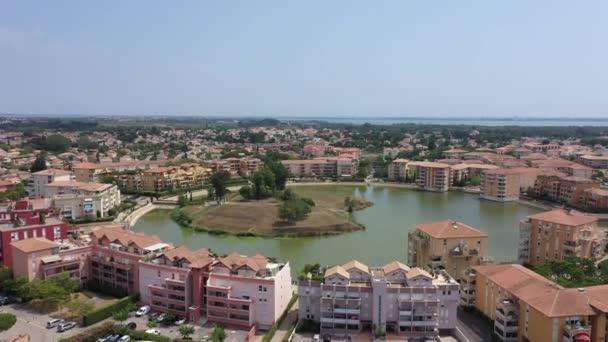 umělé jezero kanál přístav přístav Ariane a obytné budovy oblasti Lattes