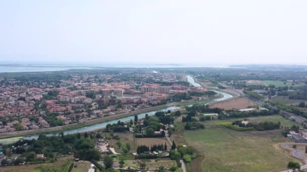 Lez řeka Lattes letecké střely Středozemní moře v pozadí Montpellier Francie