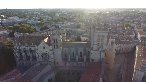 Rundflug um die Kathedrale und medizinische Fakultät Montpellier Frankreich