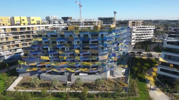 Luxusresidenz im modernen Viertel Port Marianne Montpellier. Penthouse-Dachpool Luftaufnahme