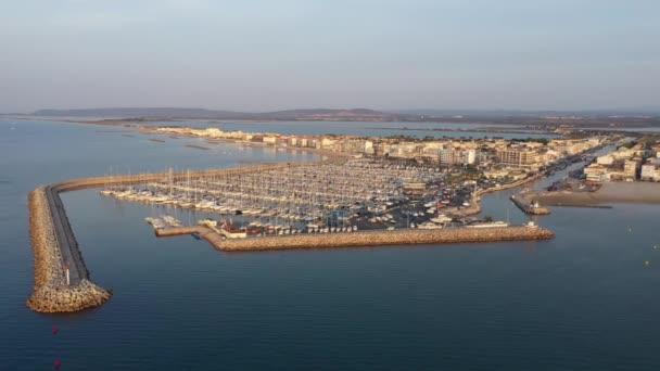 Letecký zpět cestování východ slunce nad Palavas-les-Flots rekreační přístav přímořské město Francie