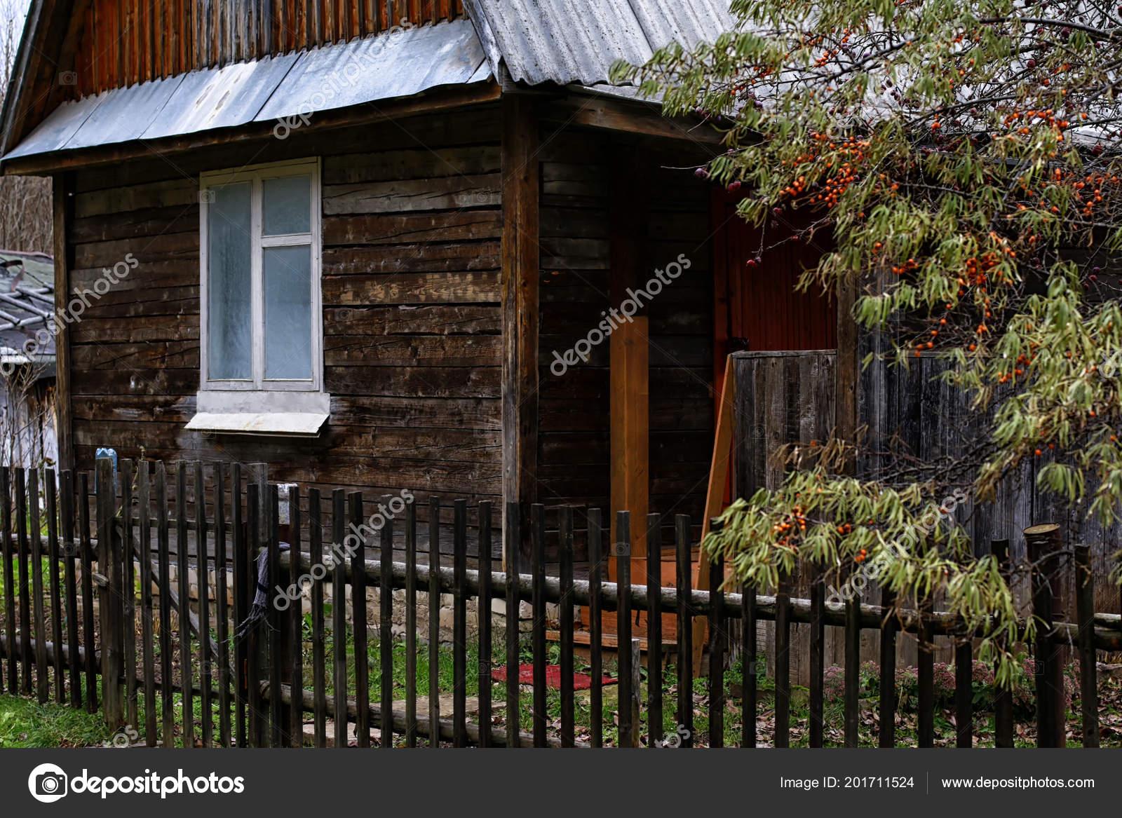 7f5f193aeb91 Ρωσικό Χωριό Και Ξύλινο Σπίτι Μέσα Μια Μέρα — Φωτογραφία Αρχείου ...