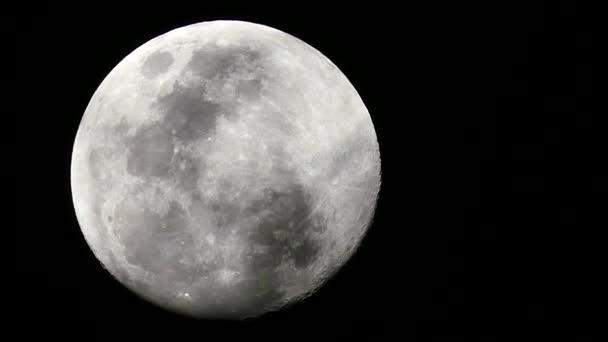 Velký měsíc v noci na Černé obloze na pozadí