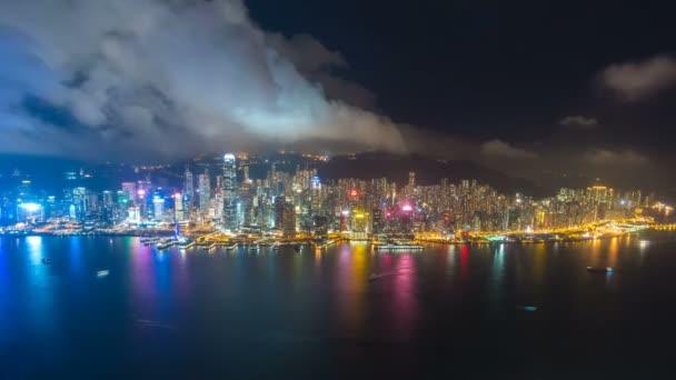 4 k timelapse video Victoria Harbour v Hong Kongu v noci