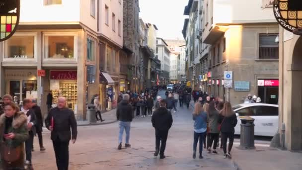 Turisté na ulicích Florencie