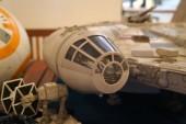 Kuala Lumpur, Malajzia-November 3-án, 2018: kiválasztott koncentrált méretarányos modellje a Millenium Falcon űrhajó Star Wars franchise-filmek. A modell jelenik meg, a begyűjtő részére a nyilvános.