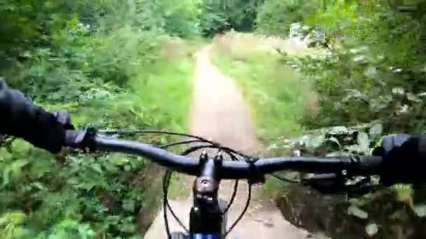 Jízda na kole MTB v letní sezóně