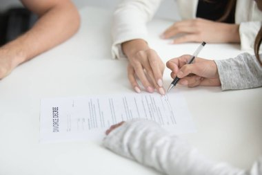Wife signing divorce decree after break up decision