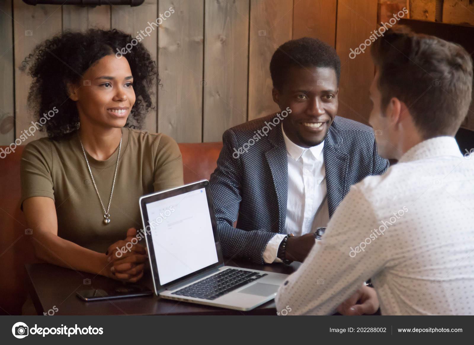 site de rencontre blanc et caucasien Assistant de rencontres