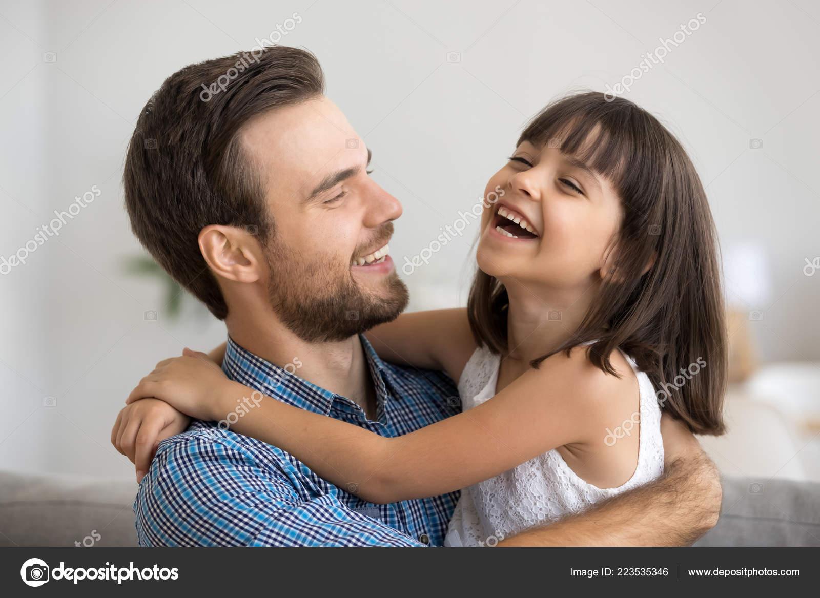 Японские шоу отец и дочь онлайн, Японское порно шоу отец должен отгадать дочь 22 фотография