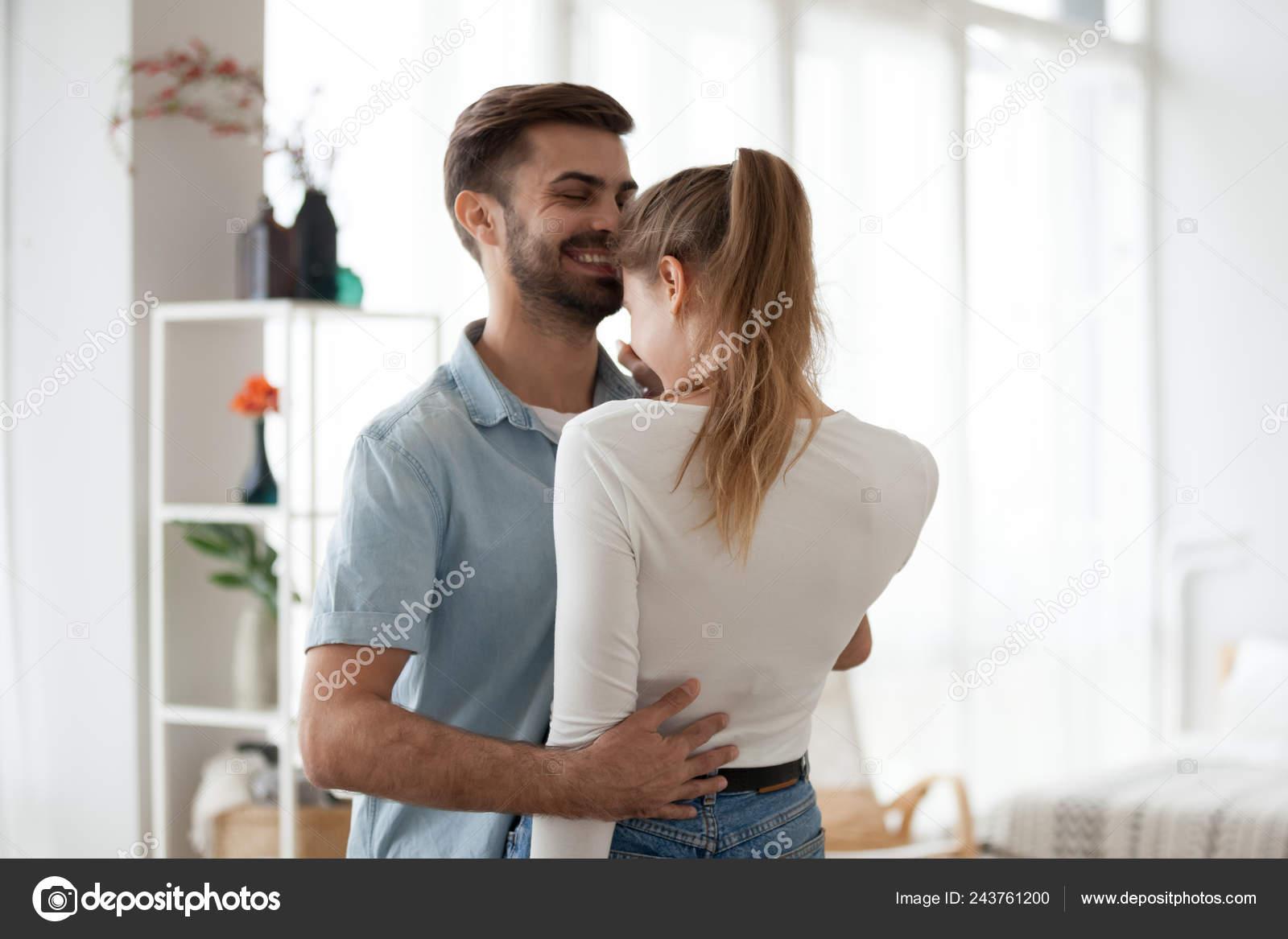 Συμβουλές για τη ραντεβού με μια γυναίκα που έχει κακοποιηθεί σωματικά