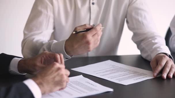 Nach Berücksichtigung von Klauseln der unterzeichnenden Vertragsparteien Nahaufnahme Ansicht