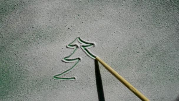 Nakreslit návrháře vánoční stromky s dřevěnou tyčí na sněhu v jasném světle zelené spodní vrstvy pro dekorace v očekávání šťastný nový rok a Vánoce