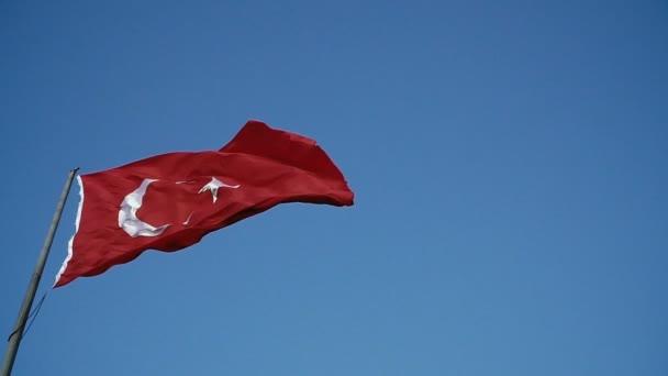 Turecká vlajka. Vlajka vlající ve větru Turecka