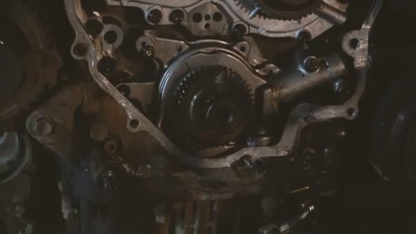 Motor. Spalovací automobilový motor
