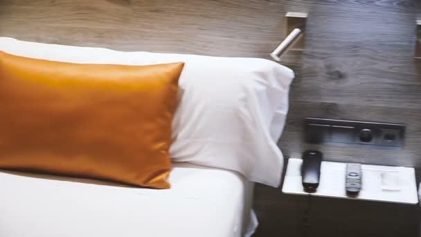 Bett. Bett im Hotelzimmer
