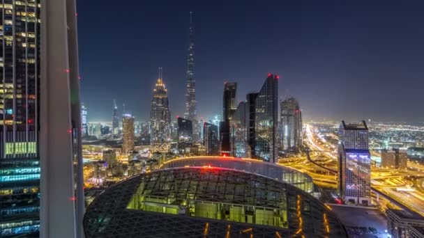 Dubaj centrum Panorama noční timelapse s nejvyšší budovu a Sheikh Zayed silniční dopravy, Spojené arabské emiráty