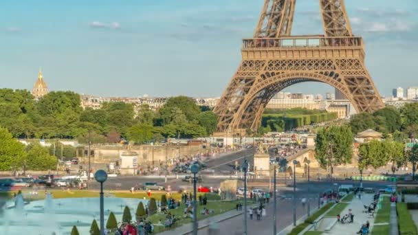 Sunset view of Eiffel Tower timelapse with fountain in Jardins du Trocadero in Paris, France.