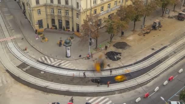 Asfaltové vozovky, válec a buldozer na silnici opravy stránky během asfaltování timelapse. Silniční stavební stroje a zařízení