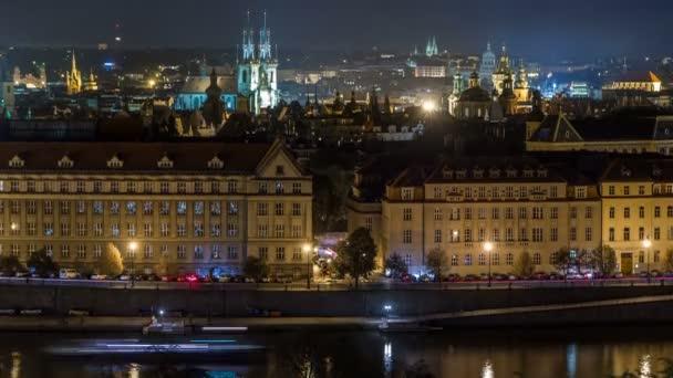 Noční Panorama Praha s timelapse řeka Vltava.