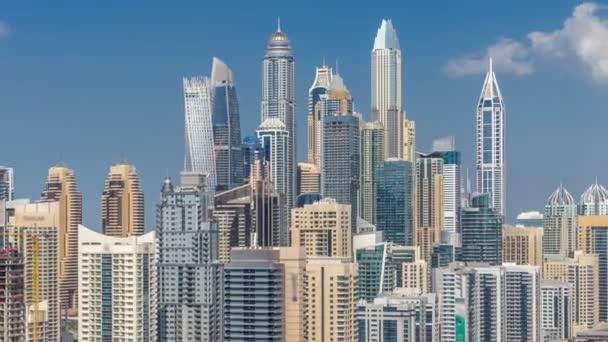 Dubai Marina mrakodrapy letecký pohled shora s mraky od Jlt v Dubaji timelapse, Spojené arabské emiráty