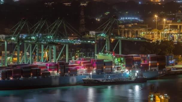Obchodní přístav Singapuru letecké noci timelapse.