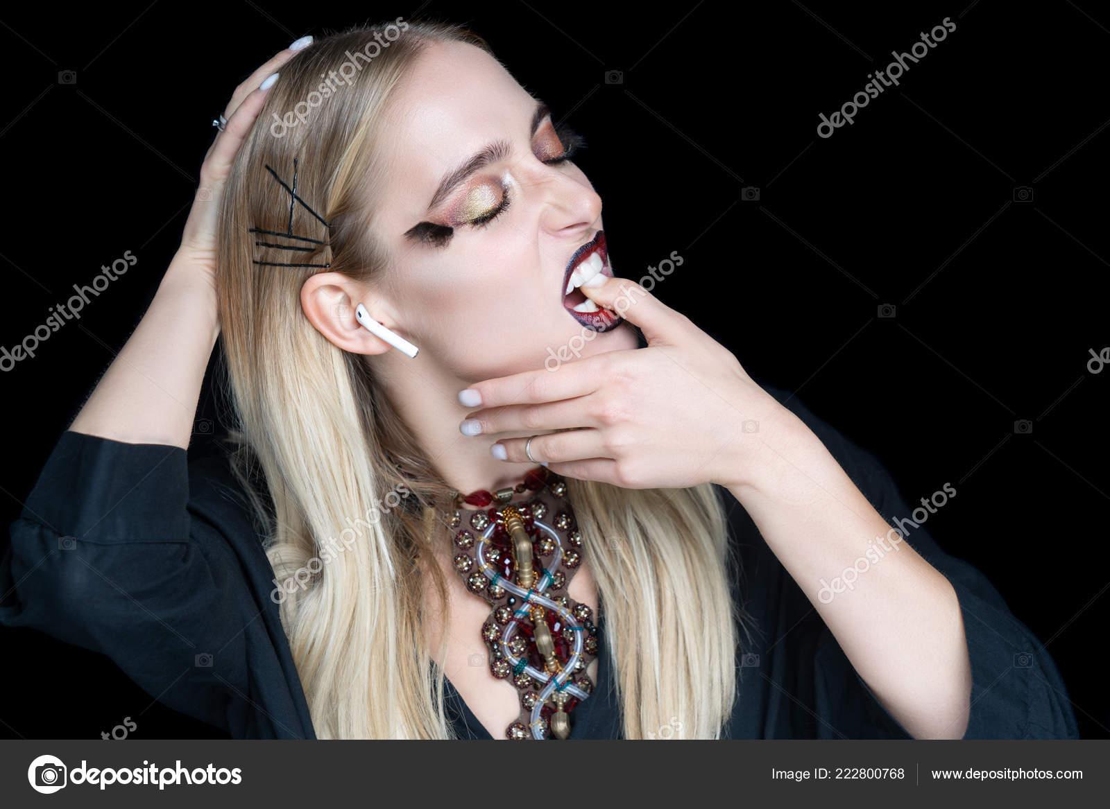 Как сексуально сосать палец, порно где два