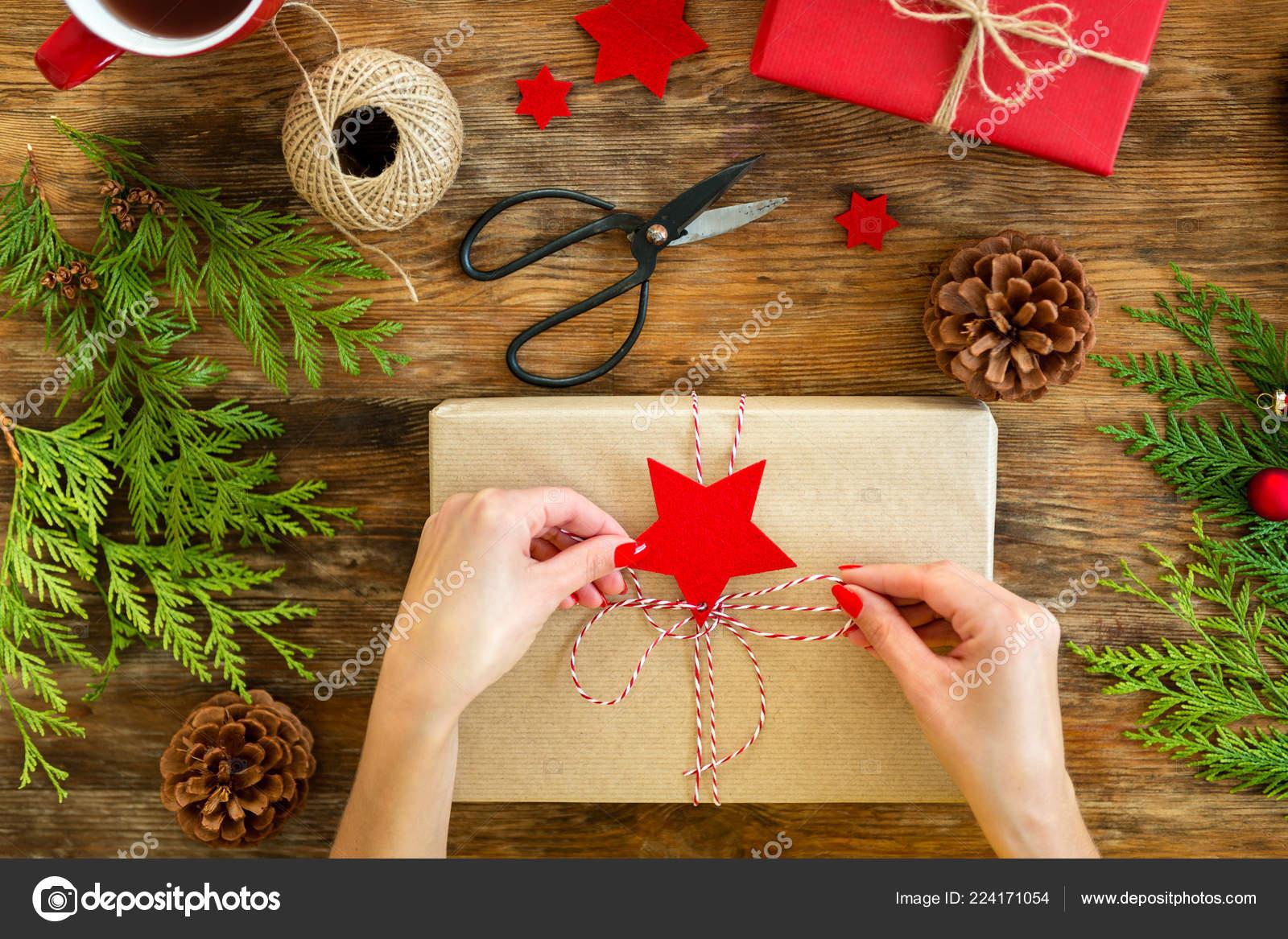 Regali Di Natale Da Donna.Confezione Regalo Fai Donna Che Sposta Bellissimi Regali