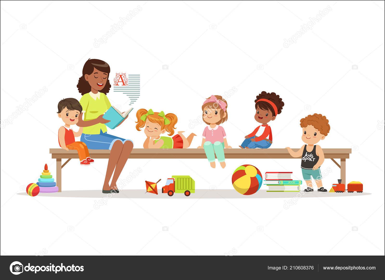 Grupo De Niños De Preescolar Y