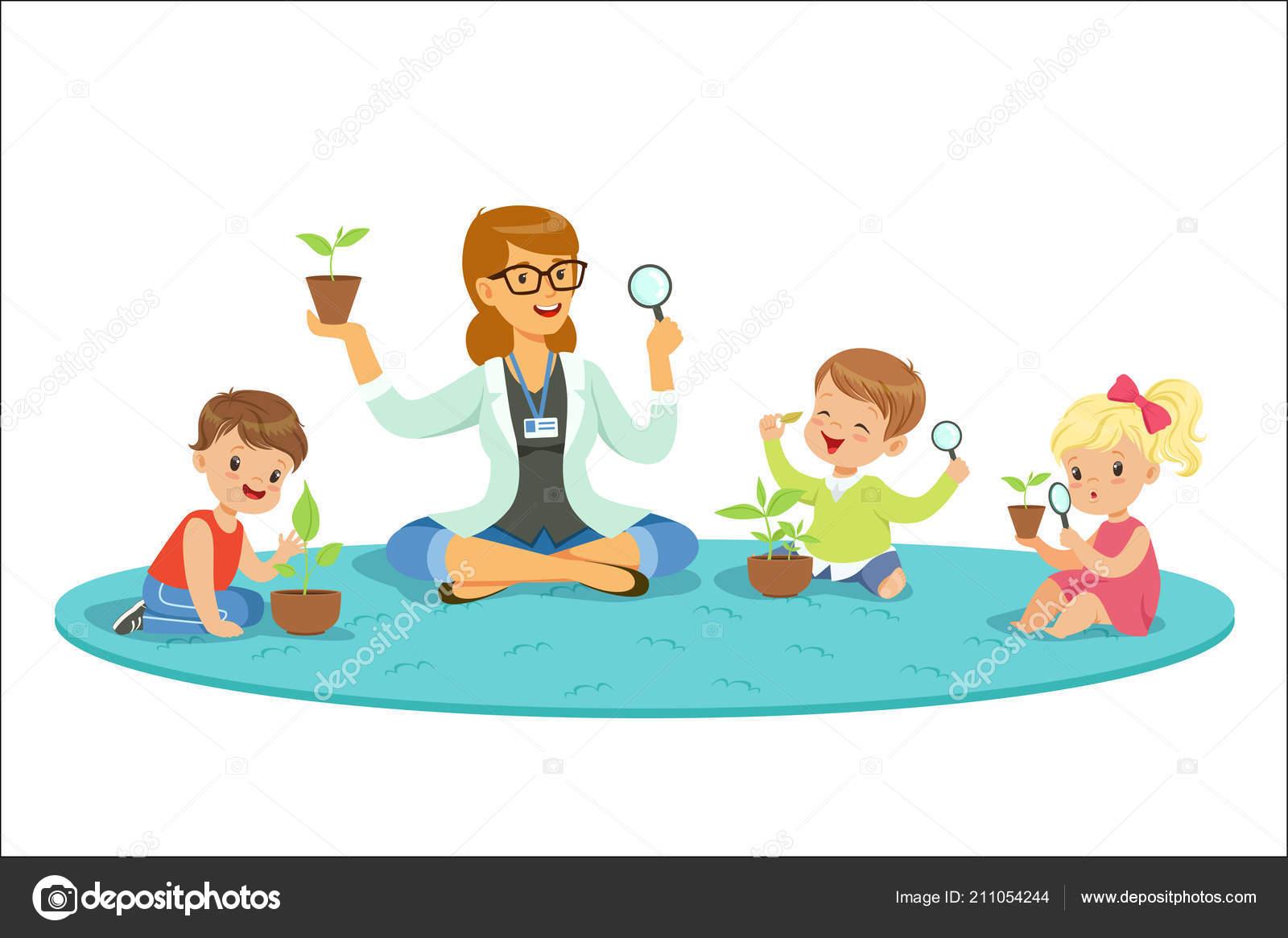 Profesor Con Niños Aprendiendo Sobre Las Plantas Durante