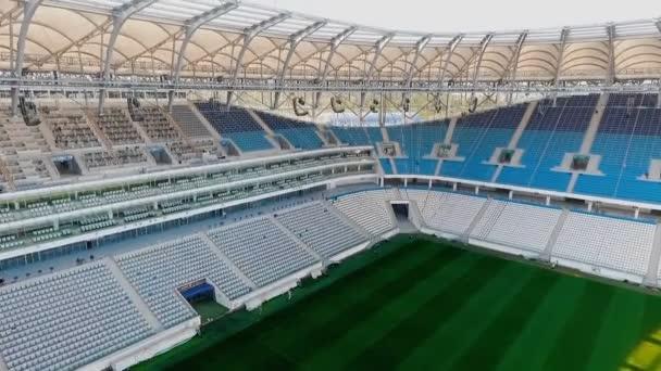 Panorama z fotbalového stadionu - pole a sedačky