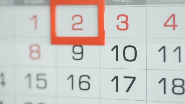 Zenske odevzdat úřadu datum změny na nástěnný kalendář. Změny 2 až 3