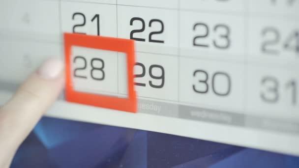 Zenske odevzdat úřadu datum změny na nástěnný kalendář. Změny 28 až 29