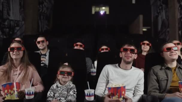 Fiatalok néz mozi filmek: vígjáték 3d-ben.