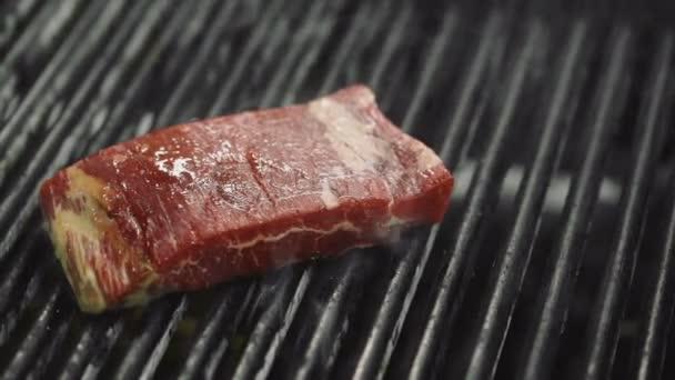Ribeye steak pečený na grilu