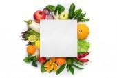 Fotografie Plochá laických složení s čerstvou zeleninou a prázdné vizitky